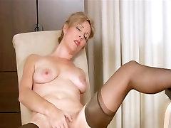 Hairy mature stori xxxx video rubbing