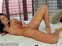 Tanned skinned beauty shows off her perfect pink koel sex vidio close-up