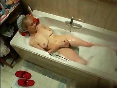Mature mom Susan in the jenifer wingel tub