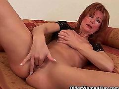 Redheaded vanaemad iha kurat dildo