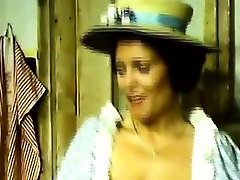 Vintage nemeckej modelky má v prdeli savagely v starej krčme
