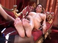 Sexy slender nympho Nikki brings her hard sex xxx mast gand felipe gogo fantasies to fruition
