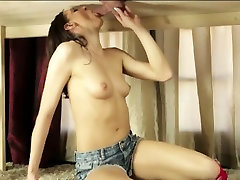Perky tits masseuse receives warm jizz under the table