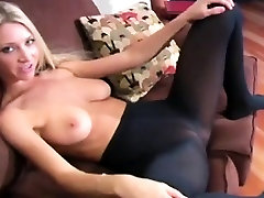 hardfacking porn diva z lažnimi odvodne cevi flaunts v cev