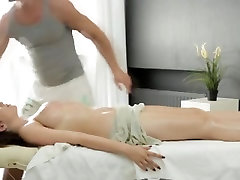 büyük küre rus kadın sexy fitness exercise bir masaj alır