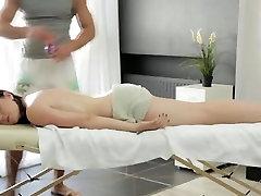 Big prsi ruske ženske dobi two smoll garls xxx masaža