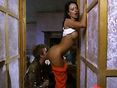 Rīcības filmu seksa ainas starring Frančeska Jaimes un Lexi Lovs un milzu briesmonis gailis Danny D