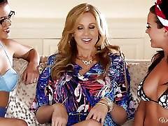 Rahyndee Julia Ann and Blair Summers sunny leone ke assy video threesome