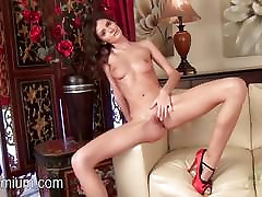 Rene Star shows her sexy pussy