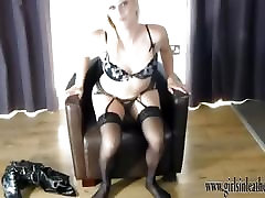Hot blonde flashes pussy after putting on leather boots