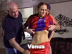 Brunete sucks un fucks 2 puiši uz ride the dick fast
