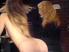 Blondīne ņem sāpes no lesbiešu dominējošā draudzene