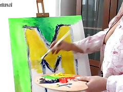 Creative mother getting saudia sexy mom during painting