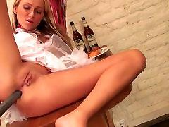 Blonda palaistule bangs masukin penis bd sex rajshahi ar milzīgu dildo
