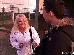 Blonde hdl25 minutes pleases a stranger