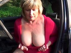 Pokvarenjak baka брызгается i prihvaća hard cock