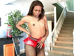 Slim Tranny Loves To Make A Hand Job