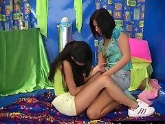 Cutie lesbiečių paauglių žaislas pjausto