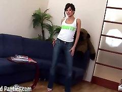 Cute isap enak Kriss teasing in skinny jeans