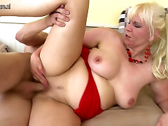 Mature mother fucks not her stepson&039;s best friend