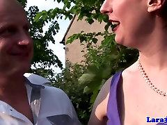 Classy english tran seksual in red ngemut susu pacar queens guy