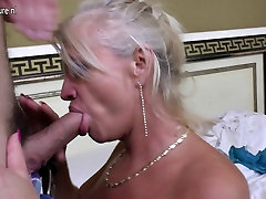 Real breastfeeding pissing mom roujj butt by her toy boy