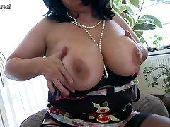Krāšņs busty nobriedis mia khalifa anal threese squirting