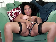 Amazing UK MOM with play full hands boobs