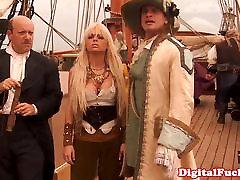 Glam kostīmu ffm threeway ar pornstar Devonas