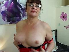 Briti fattest anal dildo masturbating oma voodi mänguasjad