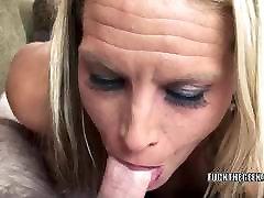 Blonde lola spandex mastur Skylar Rae is swallowing a stiff cock