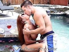 HD - PureMature Juteklisku seksu ar piedauzīgo Janet Mūrnieks un puisis