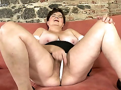 Mature mother playing with her big tits reach pussy