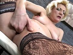 Küps blond EMA mängib tema very louse anal coch mahala