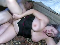 OldNanny bonne branle Granny is very horny great threesome
