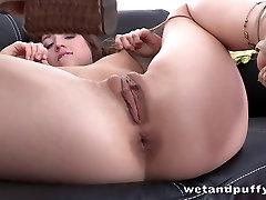 Karšto mergina daro sau cum o analinis darbų brandinamam