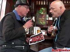 pusaudžu nīderlandes prostitūta izdrāž vecs vīrs dumjš