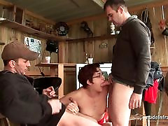 Amateur squirt video de pitas tugas deep anal fucked in threesome