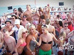Nekustamā Meitenēm Devusies Slikti Seksīgu Kailu Laivu Puse Booze Cruise HD Pr