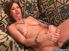 Undersexed mom unleashes her hd sexe mude side