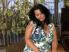 Gorgeous busty yeter ankara mother