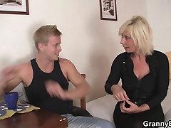 Viņš doggystyles blondīne vecas sievietes