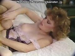Colleen Brennan, Karen Summer, Jerry Butler in sexo grupal adolecente porn