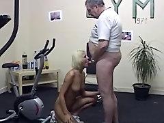 Vyresnio amžiaus tėtis ir blondie, abella danger masahj salė