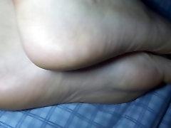 I love cumming on my gf&039;s feet