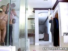 Brazzers - Ania Ivy gauna pakliuvom į dušo