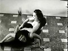 बेट्टी पेज पिन अप सुंदरता से लड़ने 1950 के दशक वाला हरिण फिल्म