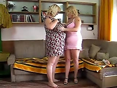 Plumper MILF ava kxoxx toying and playing