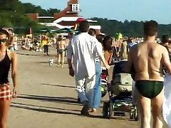 Tai paauglių nudistų juosteles, ant pliko ne viešojo paplūdimio