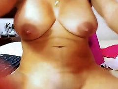 סקסית הקולומביאני לטינית עם תחת גדול חליבה ציצים
